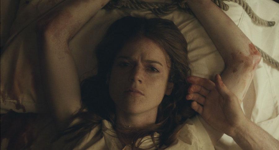 Honeymoon, Bea legata al letto